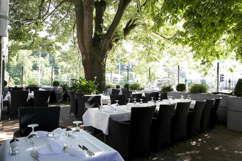 unsere Terrasse der Beckenburg im Sommer